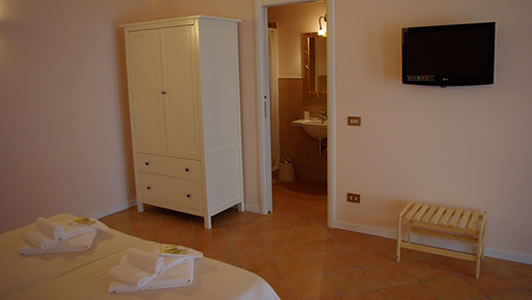 Rooms & Services